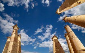 viaje-circuito-jordania-ZHURAVLEV-Fotolia-Jerash-Governorate-Jordan_