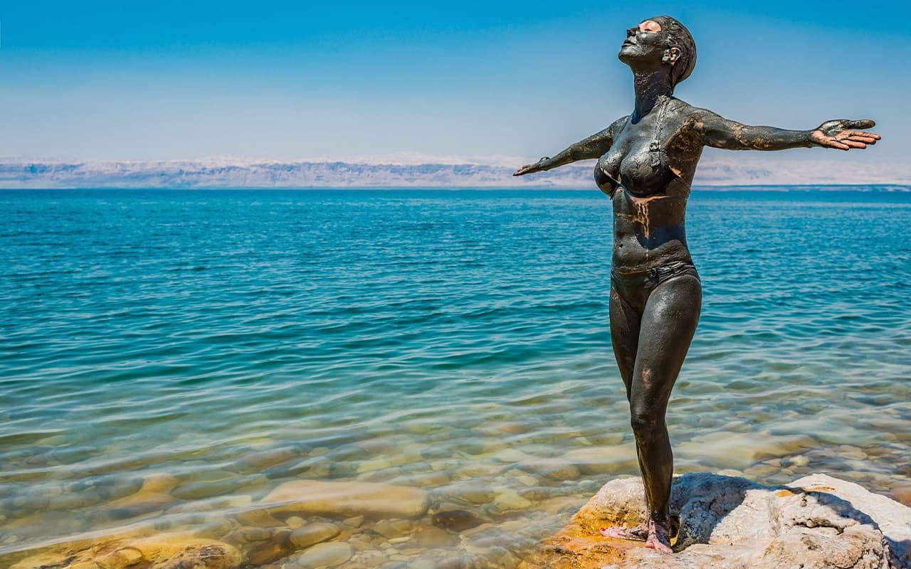 viaje-circuito-jordania-franck-camhi-vision-Dead-Sea-mud-body-care-treatment-Jordan