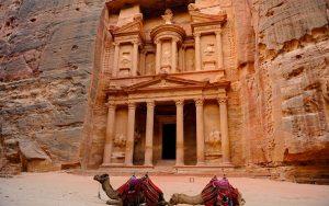viaje-circuito-jordania-massimosp-Fotolia-Petra-Camels-in-front-of-Treasury-(Al-Khazneh)